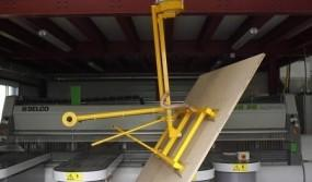 Manual-tilting-of-a-slab-on-a-vacuum-manipulator