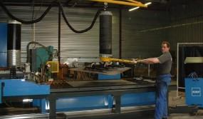 Moving-metal-sheets-with-a-vacuum-manipulator
