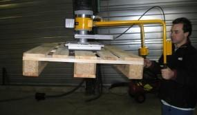 Moving-pallets-profiled-articulated-handle