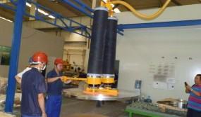 Moving-steel-plates-using-a-twin-tube-manipulator