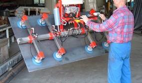 Lifting-sling-for-metal-sheets-with-a-tilting-module