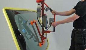 Lifting-sling-for-window-panes-with-a-tilting-module